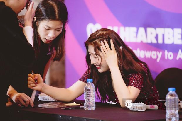 Fansign Red Velvet và dàn idol Kpop tại Sài Gòn: Nữ thần Irene xinh câm nín nhưng vẫn bị mỹ nhân này chiếm sóng - Ảnh 10.
