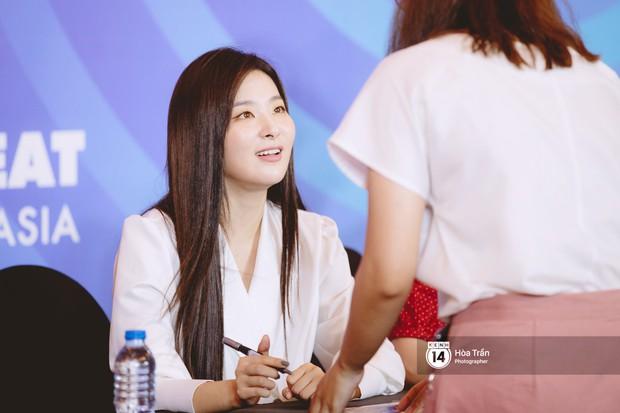 Fansign Red Velvet và dàn idol Kpop tại Sài Gòn: Nữ thần Irene xinh câm nín nhưng vẫn bị mỹ nhân này chiếm sóng - Ảnh 14.