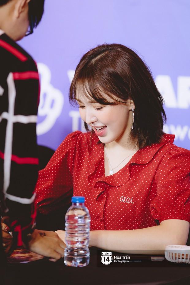 Fansign Red Velvet và dàn idol Kpop tại Sài Gòn: Nữ thần Irene xinh câm nín nhưng vẫn bị mỹ nhân này chiếm sóng - Ảnh 12.