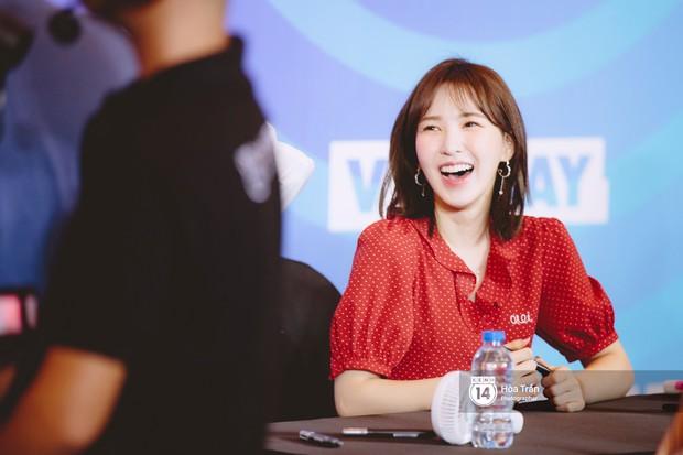 Fansign Red Velvet và dàn idol Kpop tại Sài Gòn: Nữ thần Irene xinh câm nín nhưng vẫn bị mỹ nhân này chiếm sóng - Ảnh 11.
