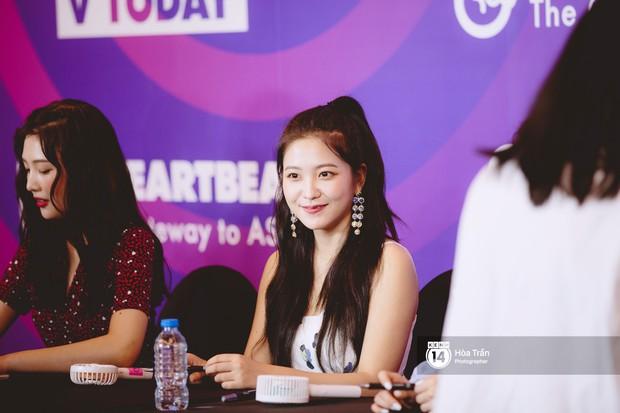 Fansign Red Velvet và dàn idol Kpop tại Sài Gòn: Nữ thần Irene xinh câm nín nhưng vẫn bị mỹ nhân này chiếm sóng - Ảnh 15.