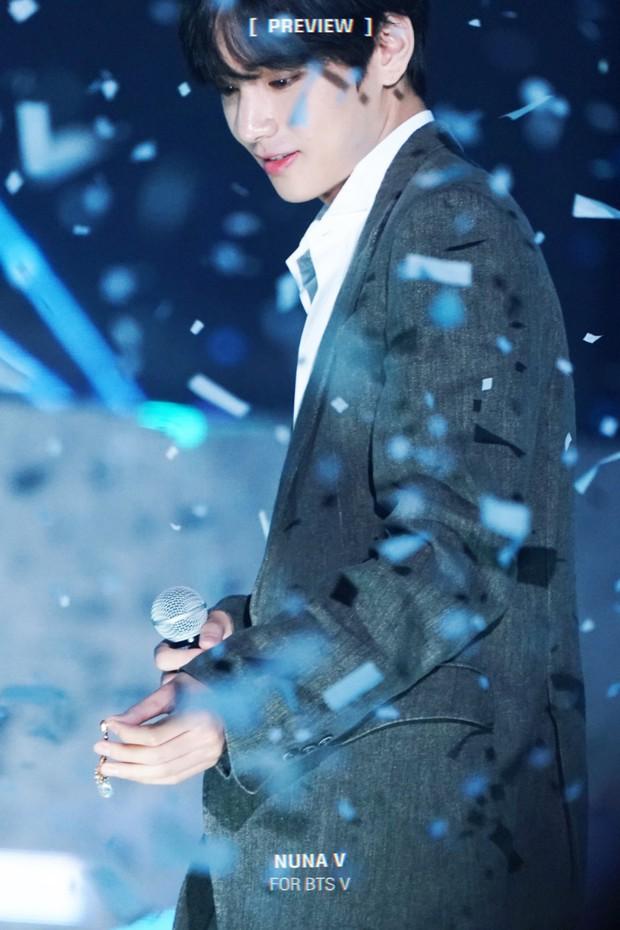 Chuyện lọ lem và hoàng tử đời thực gây bão tại lễ trao giải: V (BTS) nhặt được vật mỹ nhân Red Velvet làm rơi và cái kết - Ảnh 4.