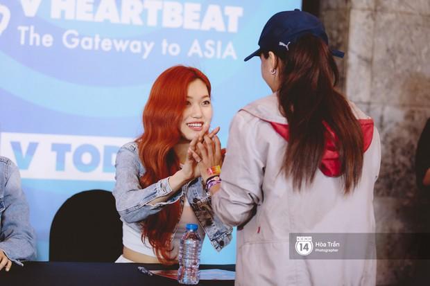 Fansign Red Velvet và dàn idol Kpop tại Sài Gòn: Nữ thần Irene xinh câm nín nhưng vẫn bị mỹ nhân này chiếm sóng - Ảnh 16.