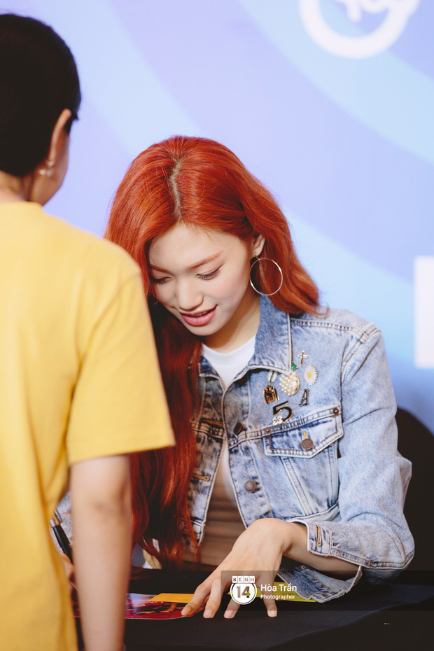 Fansign Red Velvet và dàn idol Kpop tại Sài Gòn: Nữ thần Irene xinh câm nín nhưng vẫn bị mỹ nhân này chiếm sóng - Ảnh 18.