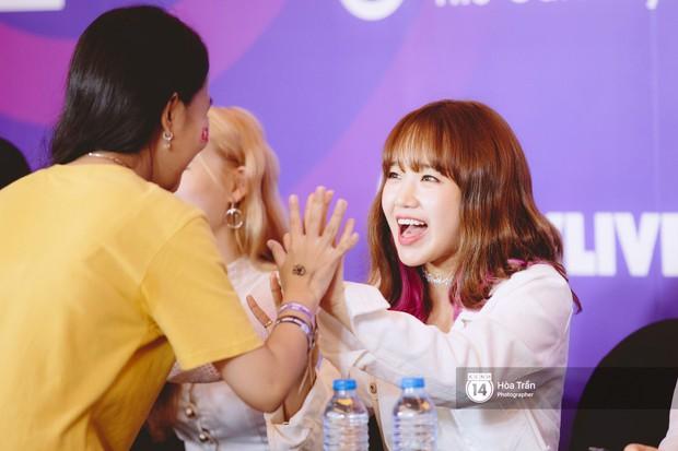 Fansign Red Velvet và dàn idol Kpop tại Sài Gòn: Nữ thần Irene xinh câm nín nhưng vẫn bị mỹ nhân này chiếm sóng - Ảnh 19.