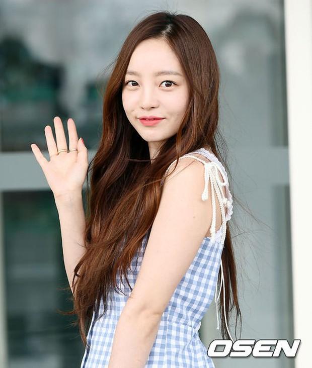 Hiếm lắm mới có nữ idol đình đám Kpop công khai việc dao kéo, lại còn khoe kết quả lên Instagram - Ảnh 3.