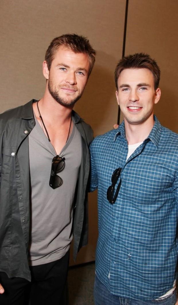 Hình ảnh hai tài tử đẹp trai nhất Avengers ôm nhau quá tình cảm khiến dân tình quắn quéo không thôi - Ảnh 4.