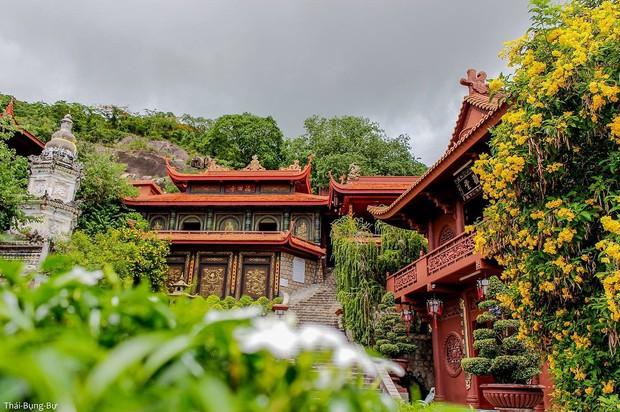 4 ngôi chùa độc đáo ở An Giang chỉ cần đưa máy lên là có ngay ảnh đẹp - Ảnh 4.