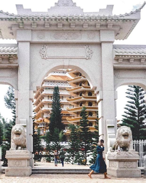 4 ngôi chùa độc đáo ở An Giang chỉ cần đưa máy lên là có ngay ảnh đẹp - Ảnh 15.
