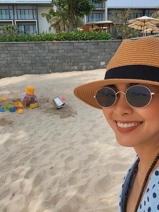 Trông con kỳ nghỉ lễ, Tăng Thanh Hà vẫn không quên khoe khéo dáng ngọc khi diện bikini - Ảnh 5.
