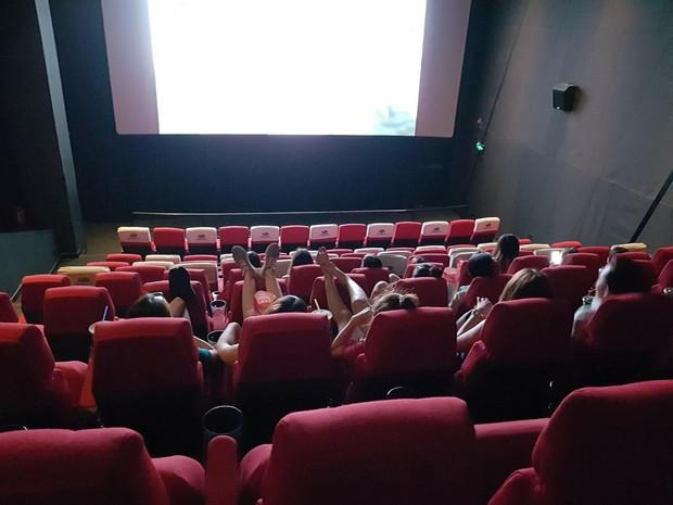 Đi xem Endgame, cô gái phát điên khi ngồi chung nhóm bạn cười rung cả ghế, liên tục trò chuyện chẳng để ai yên - Ảnh 2.