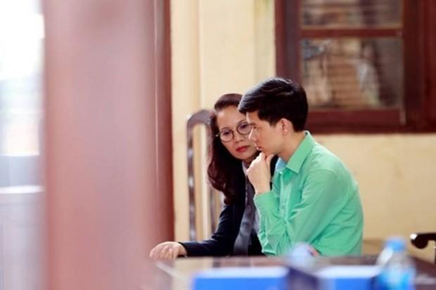 Bác sĩ Hoàng Công Lương từ chối 9 luật sư bào chữa cho mình - Ảnh 1.