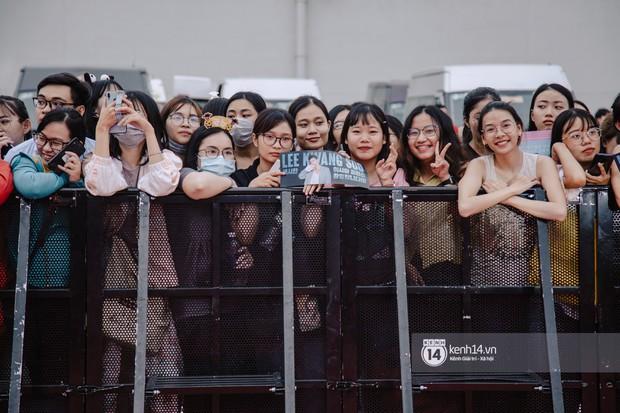 Thảm đỏ hội tụ dàn sao Hàn khủng tại TP.HCM: Lee Kwang Soo lột xác hậu hẹn hò, Trấn Thành được fan săn đón cực nhiệt - Ảnh 2.