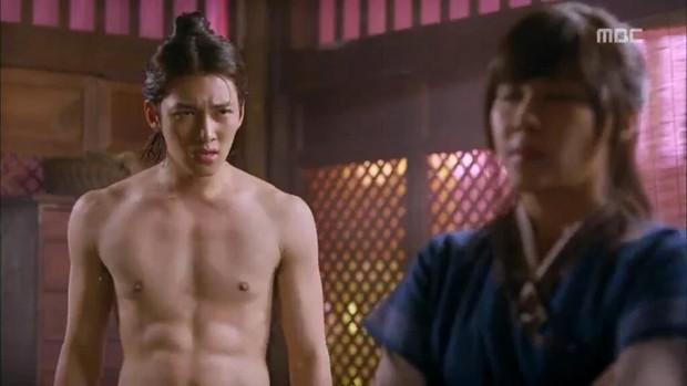 Nhân ngày Ji Chang Wook xuất ngũ và... bể phoọc, hãy cùng nhắc lại những khoảnh khắc khoe thân cực quyến rũ của anh chàng ngày xưa - Ảnh 7.