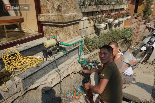 Sa Pa những ngày khát khô nhất lịch sử: Đường phố oi bức khói bụi, khách sạn ế ẩm vì thiếu nước sinh hoạt - Ảnh 4.