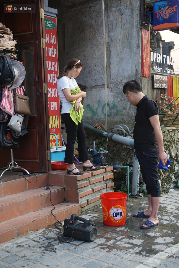 Sa Pa những ngày khát khô nhất lịch sử: Đường phố oi bức khói bụi, khách sạn ế ẩm vì thiếu nước sinh hoạt - Ảnh 10.