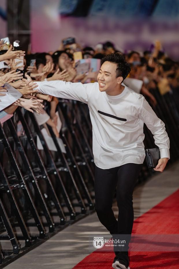 Thảm đỏ hội tụ dàn sao Hàn khủng tại TP.HCM: Lee Kwang Soo lột xác hậu hẹn hò, Trấn Thành được fan săn đón cực nhiệt - Ảnh 16.