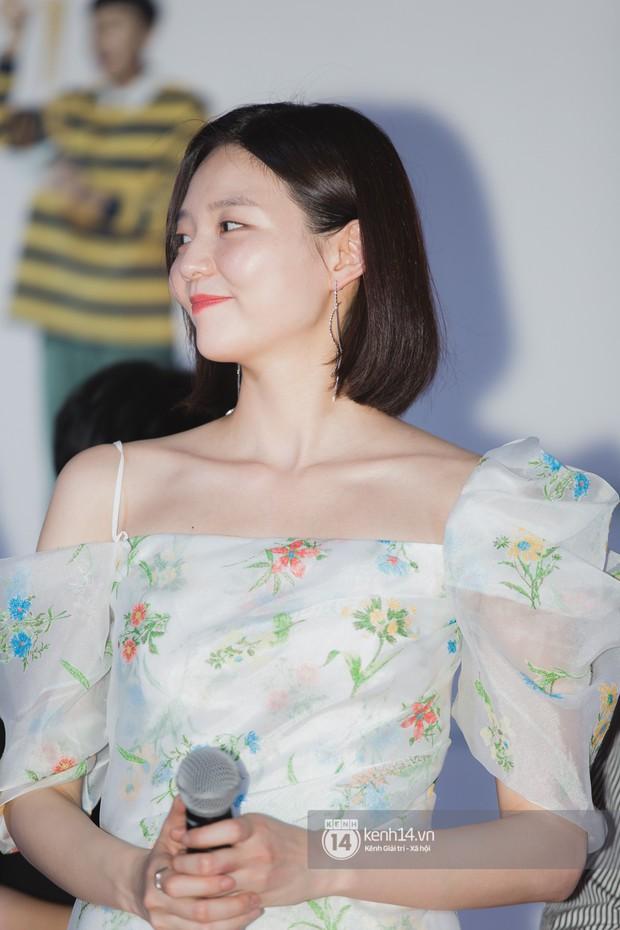 Thảm đỏ hội tụ dàn sao Hàn khủng tại TP.HCM: Lee Kwang Soo lột xác hậu hẹn hò, Trấn Thành được fan săn đón cực nhiệt - Ảnh 12.