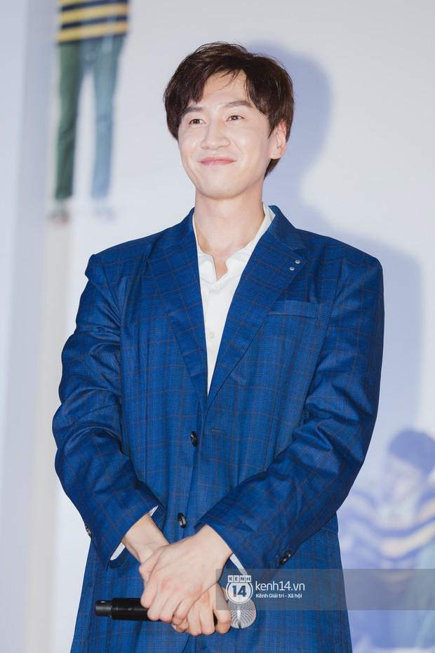 Thảm đỏ hội tụ dàn sao Hàn khủng tại TP.HCM: Lee Kwang Soo lột xác hậu hẹn hò, Trấn Thành được fan săn đón cực nhiệt - Ảnh 6.