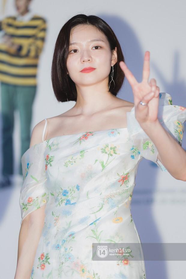 Thảm đỏ hội tụ dàn sao Hàn khủng tại TP.HCM: Lee Kwang Soo lột xác hậu hẹn hò, Trấn Thành được fan săn đón cực nhiệt - Ảnh 13.
