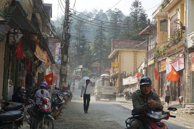 Sa Pa những ngày khát khô nhất lịch sử: Đường phố oi bức khói bụi, khách sạn ế ẩm vì thiếu nước sinh hoạt - Ảnh 6.