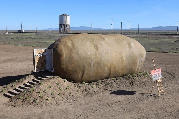 Ngỡ như trong phim hoạt hình: Củ khoai tây khổng lồ cho thuê làm homestay trên Airbnb với giá 247 USD một đêm - Ảnh 1.