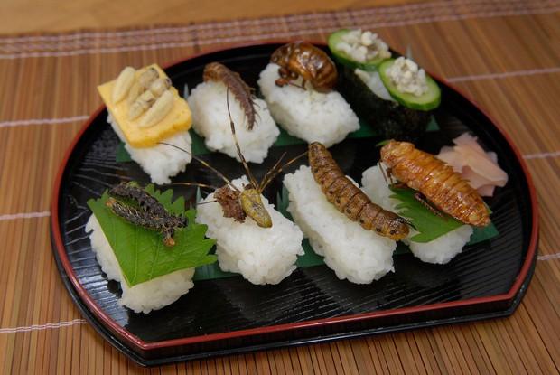 7 điều cần lưu ý khi đi du lịch để tránh nguy cơ ngộ độc thực phẩm - Ảnh 1.