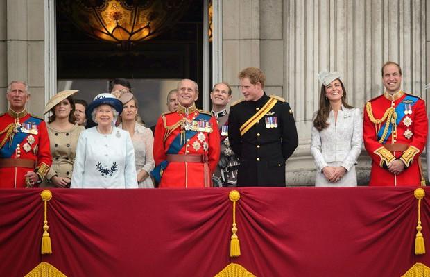5 quy tắc khác thường nhưng giúp giải đáp nhiều thắc mắc của công chúng về hoàng gia Anh - Ảnh 3.