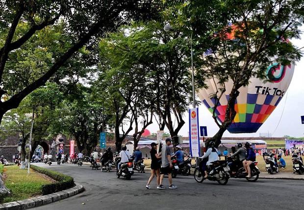 Choáng ngợp toàn tập với lễ hội khinh khí cầu siêu hoàng tráng tại Huế trong dịp 30/4 & 1/5 - Ảnh 14.