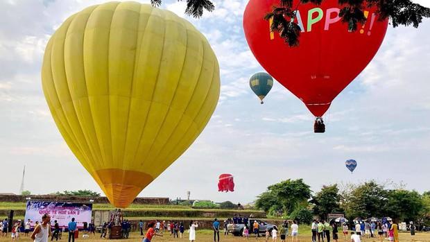 Choáng ngợp toàn tập với lễ hội khinh khí cầu siêu hoành tráng tại Huế trong dịp 30/4 & 1/5 - Ảnh 1.