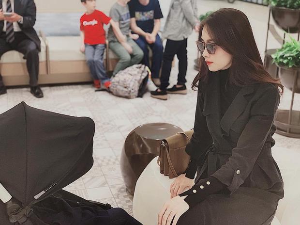 Hoa hậu Đặng Thu Thảo khiến dân tình chú ý khi lên đồ sang chảnh ngồi trông con ngày lễ - Ảnh 1.
