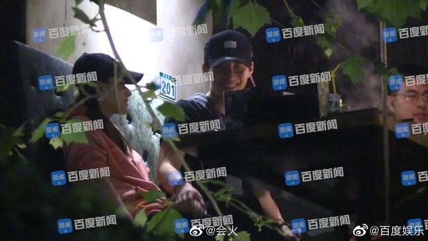Thêm 1 ái nữ nhà trùm sòng bạc Macau lộ ảnh ôm hôn thắm thiết, lần này đối tượng là mỹ nam Sở Kiều Truyện - Ảnh 1.