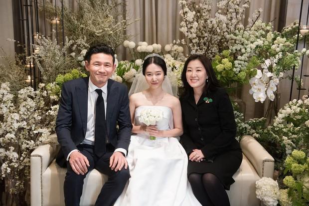 Bộ ảnh hậu trường cưới khủng nhất lịch sử Kbiz: Son Ye Jin và mỹ nhân Vườn sao băng đọ sắc, còn có cả idol nhà YG - Ảnh 7.