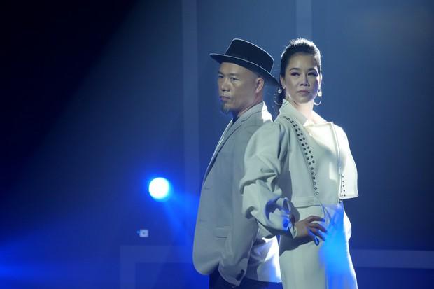 Trời sinh một cặp: Quản lý của Hòa Minzy gây bất ngờ với giọng hát không thua ca sĩ - Ảnh 1.