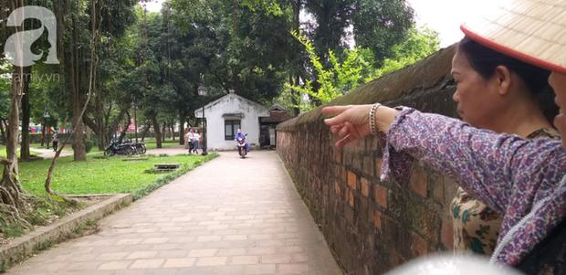 Hà Nội: Ông lão 81 tuổi bị người dân bắt quả tang sàm sỡ cô gái tâm thần trong nhà vệ sinh công cộng - Ảnh 2.