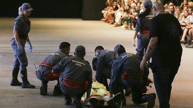 Người mẫu đột ngột qua đời sau khi vấp ngã trên sàn catwalk - Ảnh 2.
