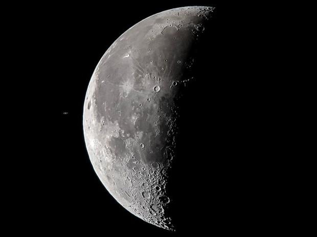 Tin được không: Tấm ảnh Sao thổ chạm Mặt trăng này được chụp bằng Galaxy S8 gắn vào kính viễn vọng - Ảnh 3.