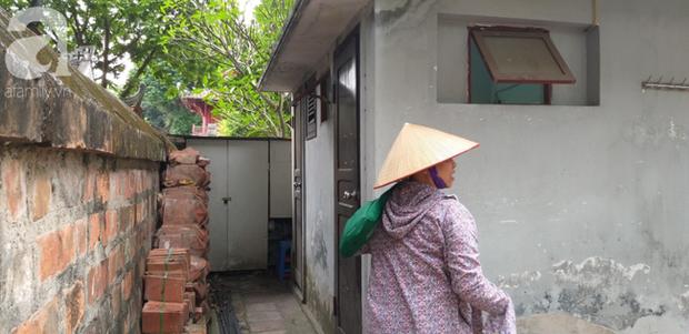 Hà Nội: Ông lão 81 tuổi bị người dân bắt quả tang sàm sỡ cô gái tâm thần trong nhà vệ sinh công cộng - Ảnh 3.