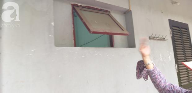 Hà Nội: Ông lão 81 tuổi bị người dân bắt quả tang sàm sỡ cô gái tâm thần trong nhà vệ sinh công cộng - Ảnh 4.