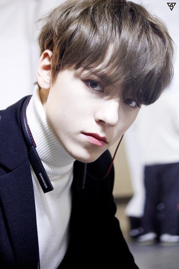 """Tài năng như hội idol con lai Kpop: Thành viên TXT là """"thiên tài nhạc cụ"""" biết 4 thứ tiếng, """"hoàng tử lai"""" của Produce debut ở tuổi 13 - Ảnh 1."""