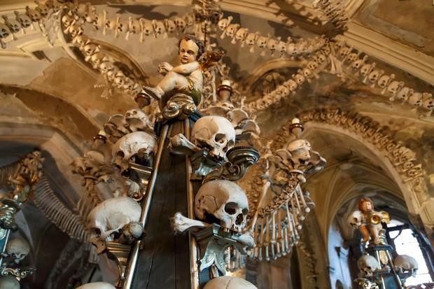 Từ công viên quái vật đến nhà thờ xương: Có quá nhiều điểm du lịch kì dị chờ bạn khám phá nếu đủ can đảm - Ảnh 13.
