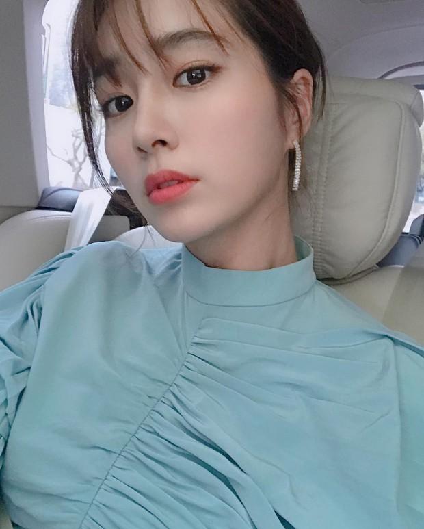 Lee Min Jung khoe ảnh, nhân vật đặc biệt bỗng lọt vào khung hình: Đằng sau màn sống ảo của vợ là công sức người chồng - Ảnh 1.
