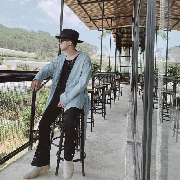 """Lên đồ """"sương sương"""" đi nghỉ lễ, Sơn Tùng khiến fan xao xuyến bởi vẻ điển trai khó cưỡng - Ảnh 2."""