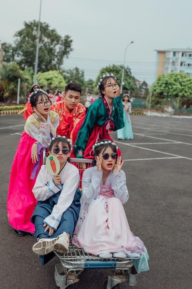 Bộ ảnh kỷ yếu xuyên thời gian ấn tượng của học sinh Đắk Lắk: Xuyên không về thời hiện đại, các công tử tiểu thư hóa… dancer! - Ảnh 6.