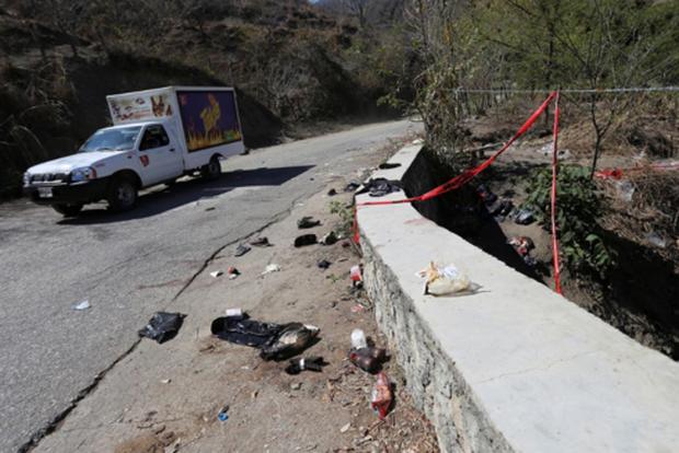 Tai nạn xe khách thảm khốc tại Mexico, gần 40 người thương vong - Ảnh 1.