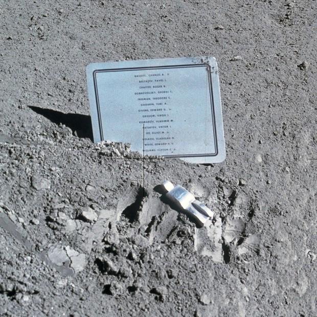 Công trình bí ẩn trên Mặt trăng mà ai nấy đều thấy xúc động khi biết đến - Ảnh 1.