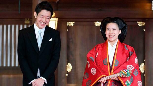 Từng có đến 6 nữ hoàng trị vì trong lịch sử, vì sao phụ nữ hoàng gia Nhật ngày nay không được phép kế vị, chịu áp lực hà khắc nơi cấm cung - Ảnh 4.