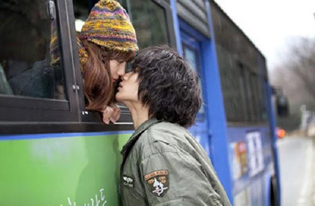 Năng đi xe buýt sẽ có người yêu, không tin cứ thử xem 8 phim Hàn sau đây sẽ rõ! - Ảnh 1.