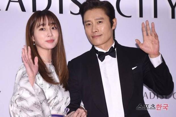 Lee Min Jung khoe ảnh, nhân vật đặc biệt bỗng lọt vào khung hình: Đằng sau màn sống ảo của vợ là công sức người chồng - Ảnh 6.