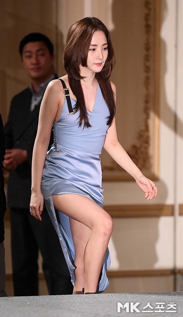 Nữ hoàng dao kéo Park Min Young đẹp ngất ngây, gây choáng khi diện váy xẻ tà khoe body siêu nuột tại sự kiện - Ảnh 3.